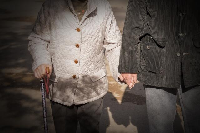 有料老人ホームに夫婦で入居する場合の費用と注意点